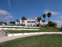 Tuckahoe Mansion sits perched above the sea, with an amphitheater beside it with terraced seating.
