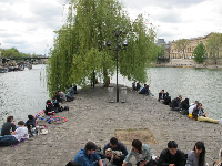 The cobblestone walkway below Square du Vert-Galant, also a great place to hang out.