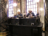 Harry Potter and the Escape from Gringotts- animatronic goblins.