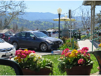 Flower pots and mountain views, as you enjoy your food outside New Frontiers natural marketplace.