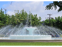 The fountain in the roundabout at Kapiolani Park.