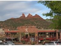 Sinagua Shopping Plaza and its beautiful backdrop.