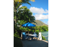 A little table tucked away, waiting for you! That's Koko Crater in the background.