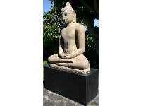 The Buddha statue- one of the many art treasures at the Mauna Kea hotel.