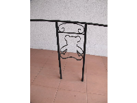 Teddy bear ironwork outside the entrance.