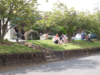 Travelers hanging out in the green median at Leura Mall.