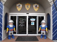 Knights guarding the entrance...