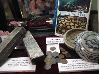 2 kg silver ingots found in Portugal, and Dutch East India company coins.