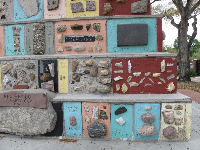 The stones and colors in the monument.