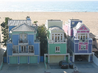 Super cool pastel-colored beachhouses!