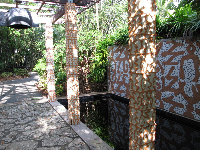 Island mosaic pillars and wall.