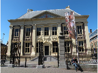 Mauritshuis art museum, which used to be an 17th century mansion.