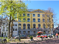 The yellow Hotel Des Indes, on Lange Voorhout.