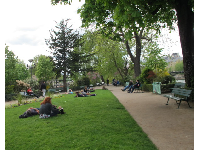 Benches and lawn at Square du Vert-Galant.