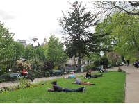 Relaxing on a spring day at Square du Vert-Galant.