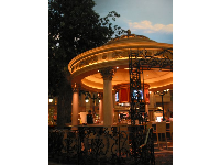 An eatery, like those found at the Jardin des Tuileries.