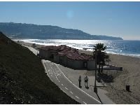 To your left, the boardwalk continues around the corner to Torrance Beach, with wonderful views of Palos Verdes all along the way!