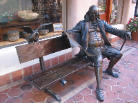 Ben Franklin statue on a real bench!