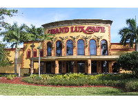 There are many high-end chain restaurants outside at Sawgrass Mills Mall.