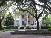 Southern-style mansion on Woodlawn Blvd.